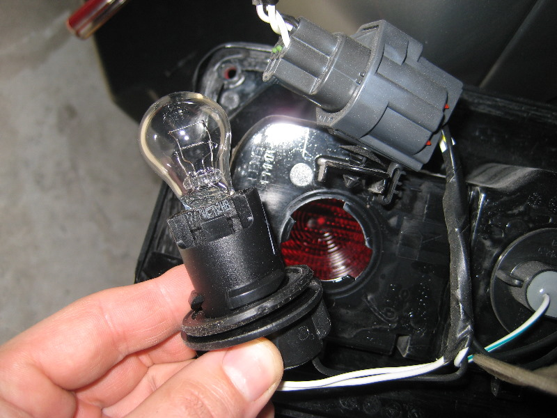 Jeep Wrangler Tail Light Bulbs Replacement Guide 009