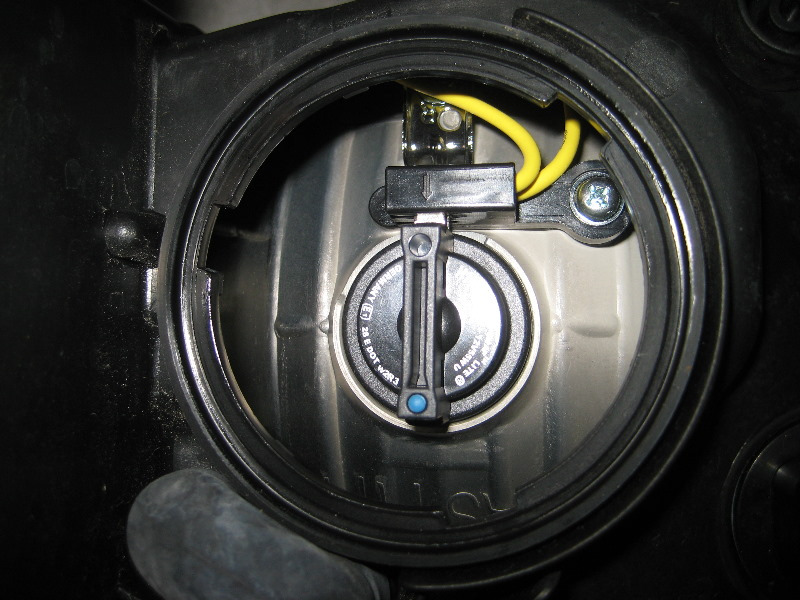 Kia Forte Headlight Bulbs Replacement Guide 013