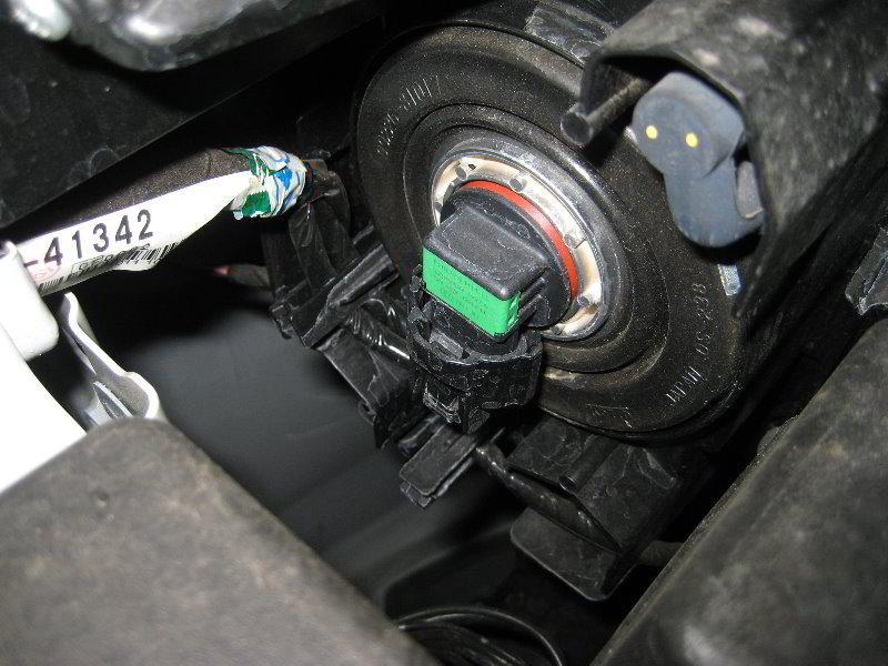 Mazda Mazda3 Headlight Bulbs Replacement Guide 003