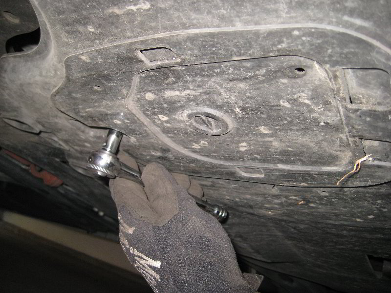 Mazda mazda3 skyactiv g 2l i4 engine oil change guide 007