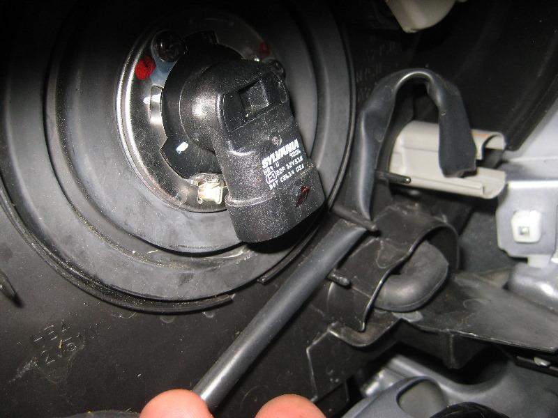 Mitsubishi-Lancer-Headlight-Bulbs-Replacement-Guide-005