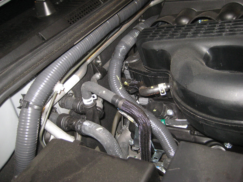 2005 nissan pathfinder pcv valve location