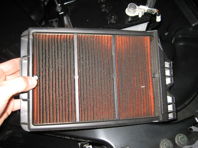nissan rogue engine air filter replacement guide 007. Black Bedroom Furniture Sets. Home Design Ideas