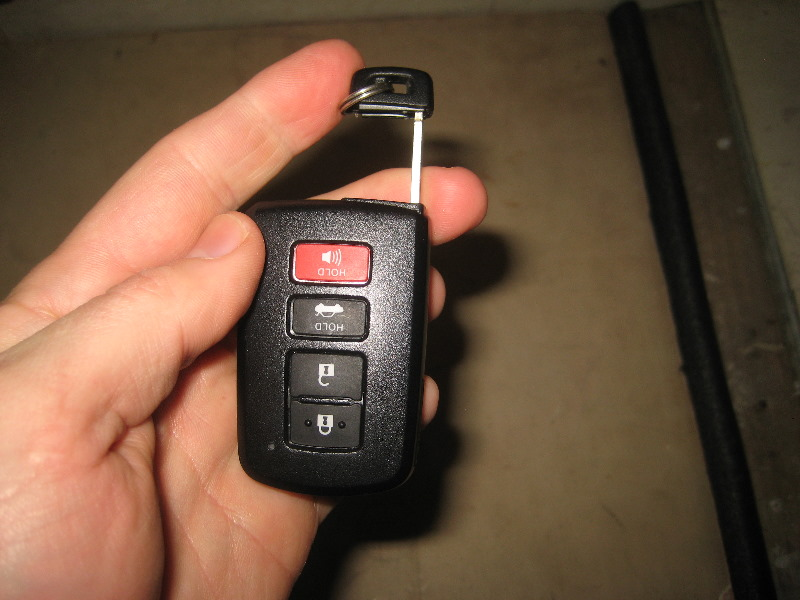 Toyota Key Fob Battery >> Toyota Avalon Key Fob Battery Replacement Guide 019