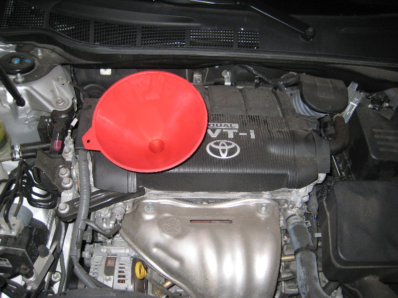 How to change oil filter on 2007 toyota camry for Motor oil guide for cars