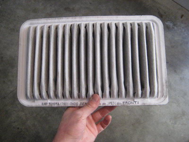 toyota highlander engine air filter replacement guide 009. Black Bedroom Furniture Sets. Home Design Ideas