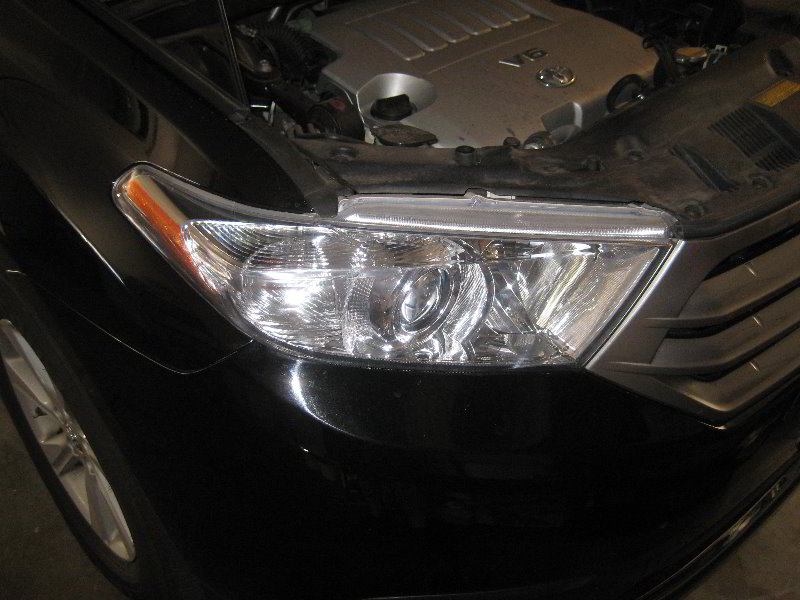 toyota highlander headlight bulbs replacement guide 001. Black Bedroom Furniture Sets. Home Design Ideas