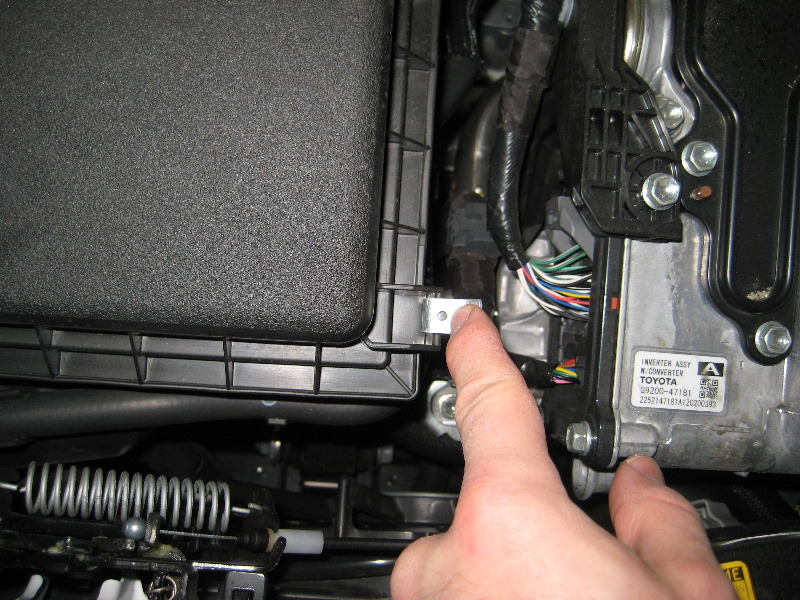 how to change air filter on prius c