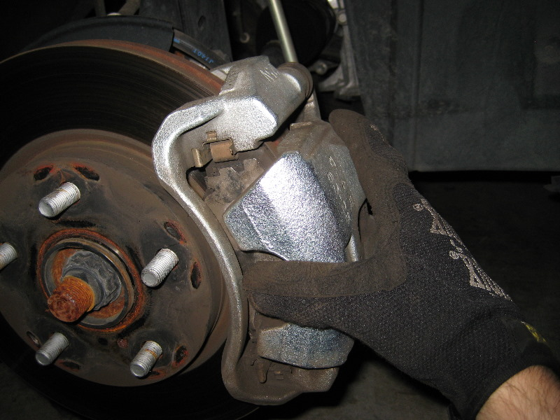 Toyota Rav4 Front Brake Pads Replacement Guide 022