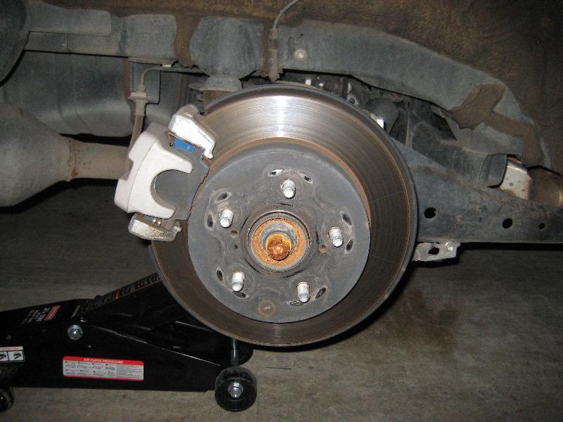 Toyota Rav4 Rear Brake Pads Replacement Guide 005