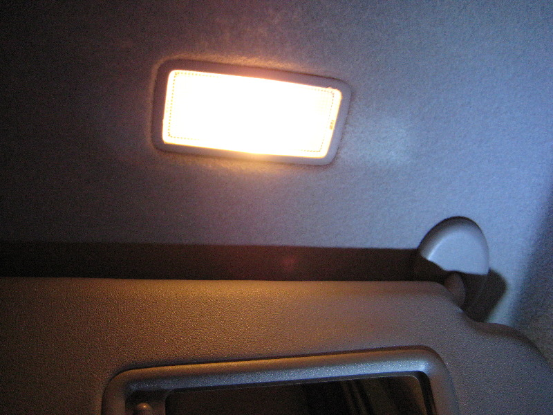 Toyota-RAV4-Vanity-Mirror-Light-Bulb-Replacement-Guide-012