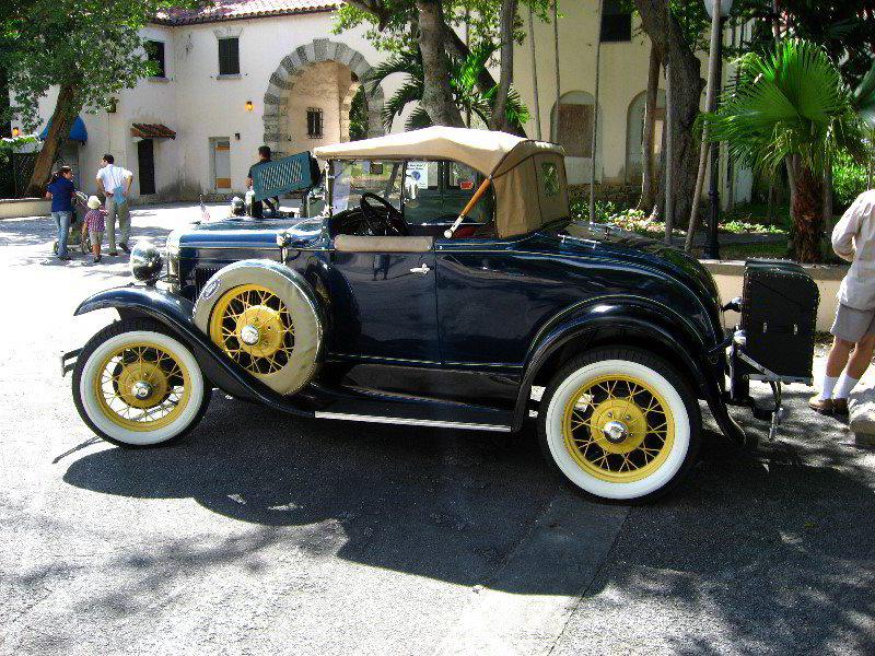 unique car: ANTIQUE CAR IN ONTARIO SHOW