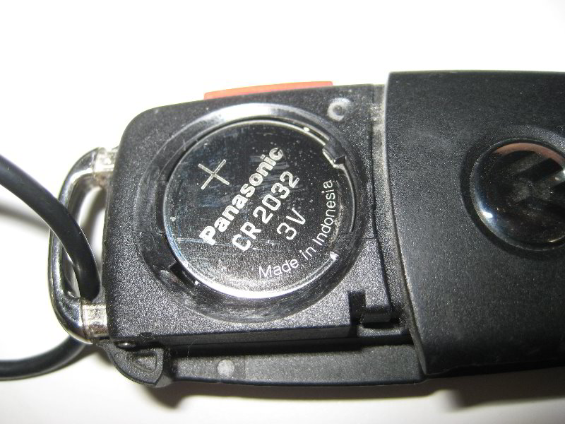VW-Jetta-Key-Fob-Battery-Replacement-Guide-006