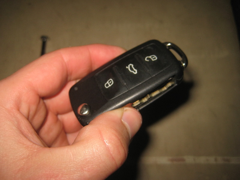 2012-2015-VW-Passat-Key-Fob-Battery-Replacement-Guide-015