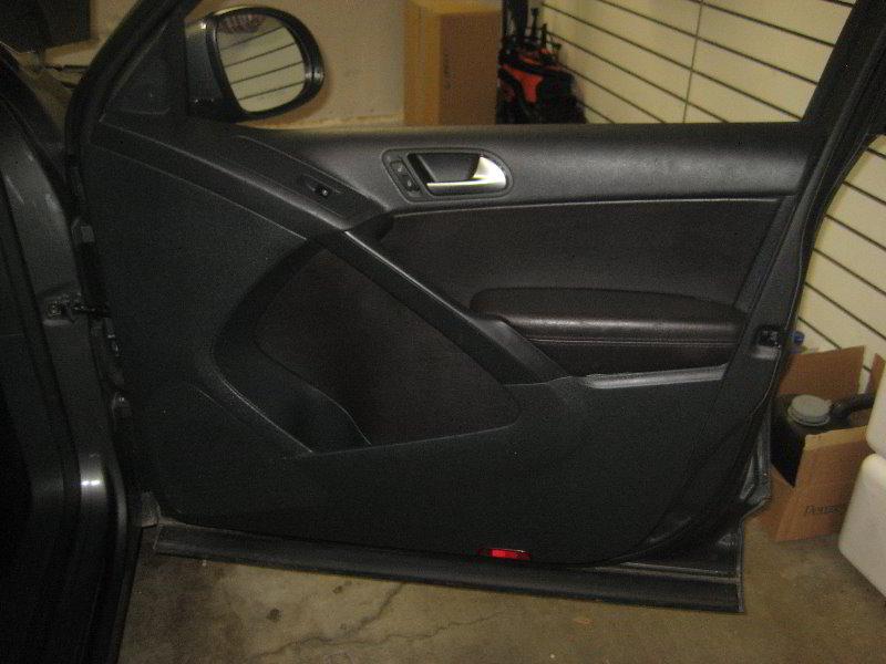 VW-Tiguan-Interior-Door-Panel-Removal-Guide-001