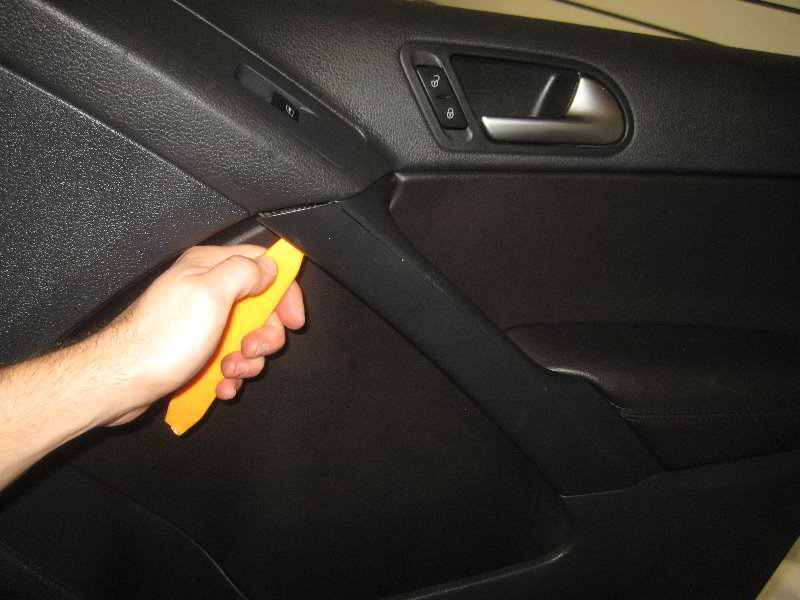 VW-Tiguan-Interior-Door-Panel-Removal-Guide-004