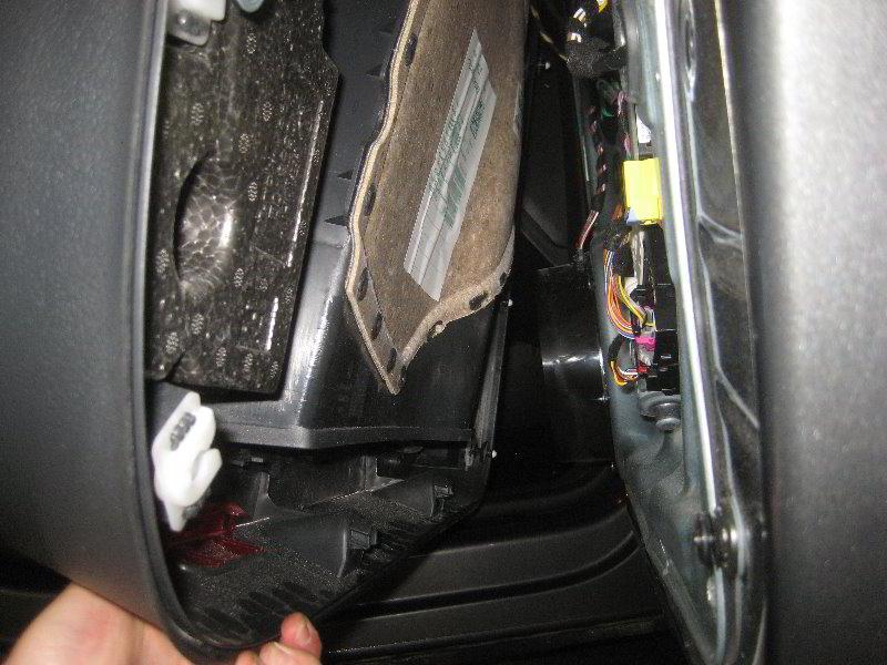 VW-Tiguan-Interior-Door-Panel-Removal-Guide-018