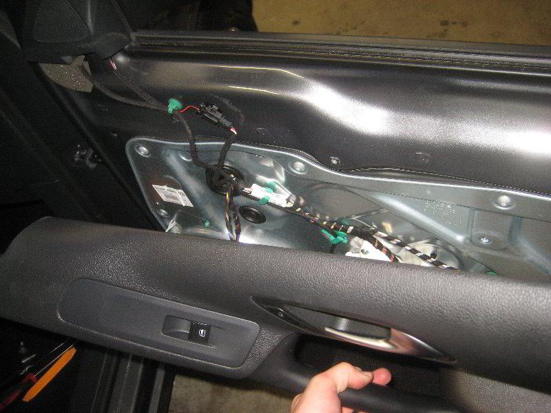 VW-Tiguan-Interior-Door-Panel-Removal-Guide-035