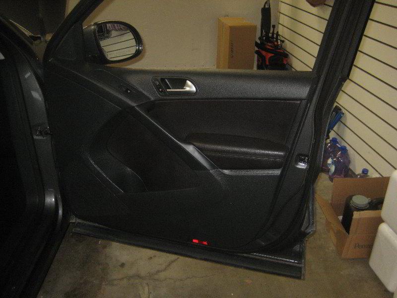 VW-Tiguan-Interior-Door-Panel-Removal-Guide-054